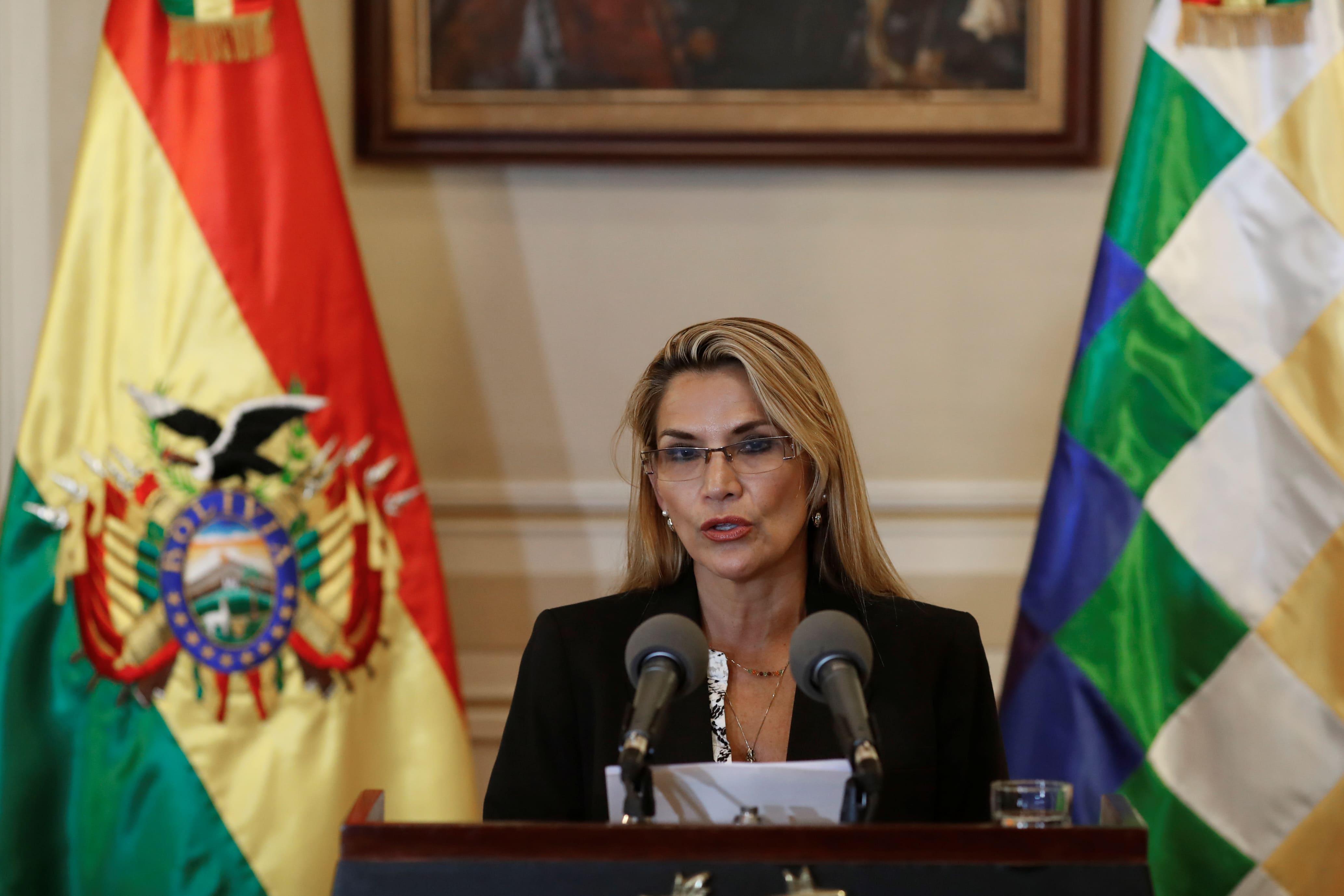 """""""Me dan pena los mexicanos"""". La presidenta interina de Bolivia lamenta asilo de Evo"""