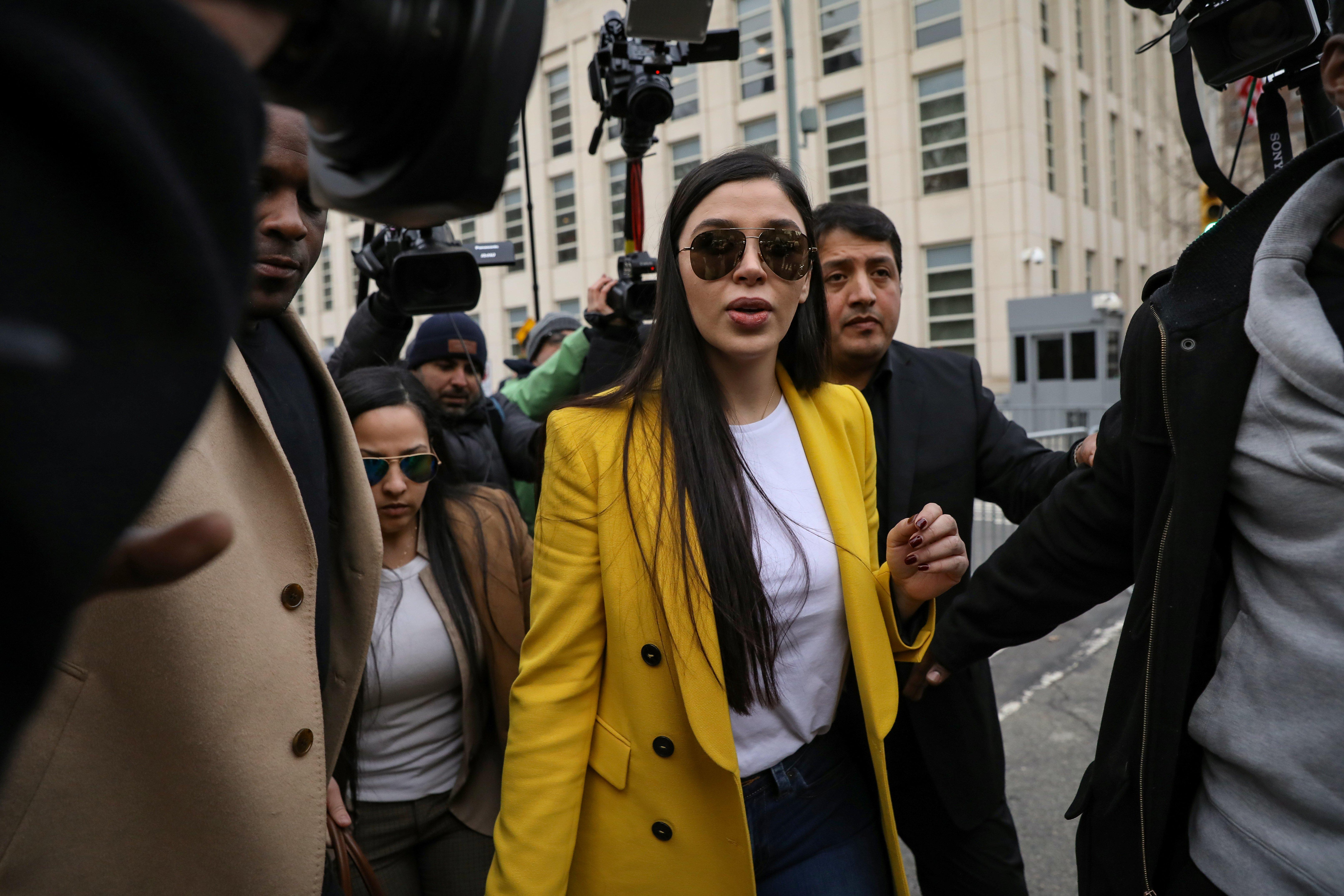 """La esposa del """"Chapo"""" estrena reality, mientras las víctimas del narco se apilan en México"""