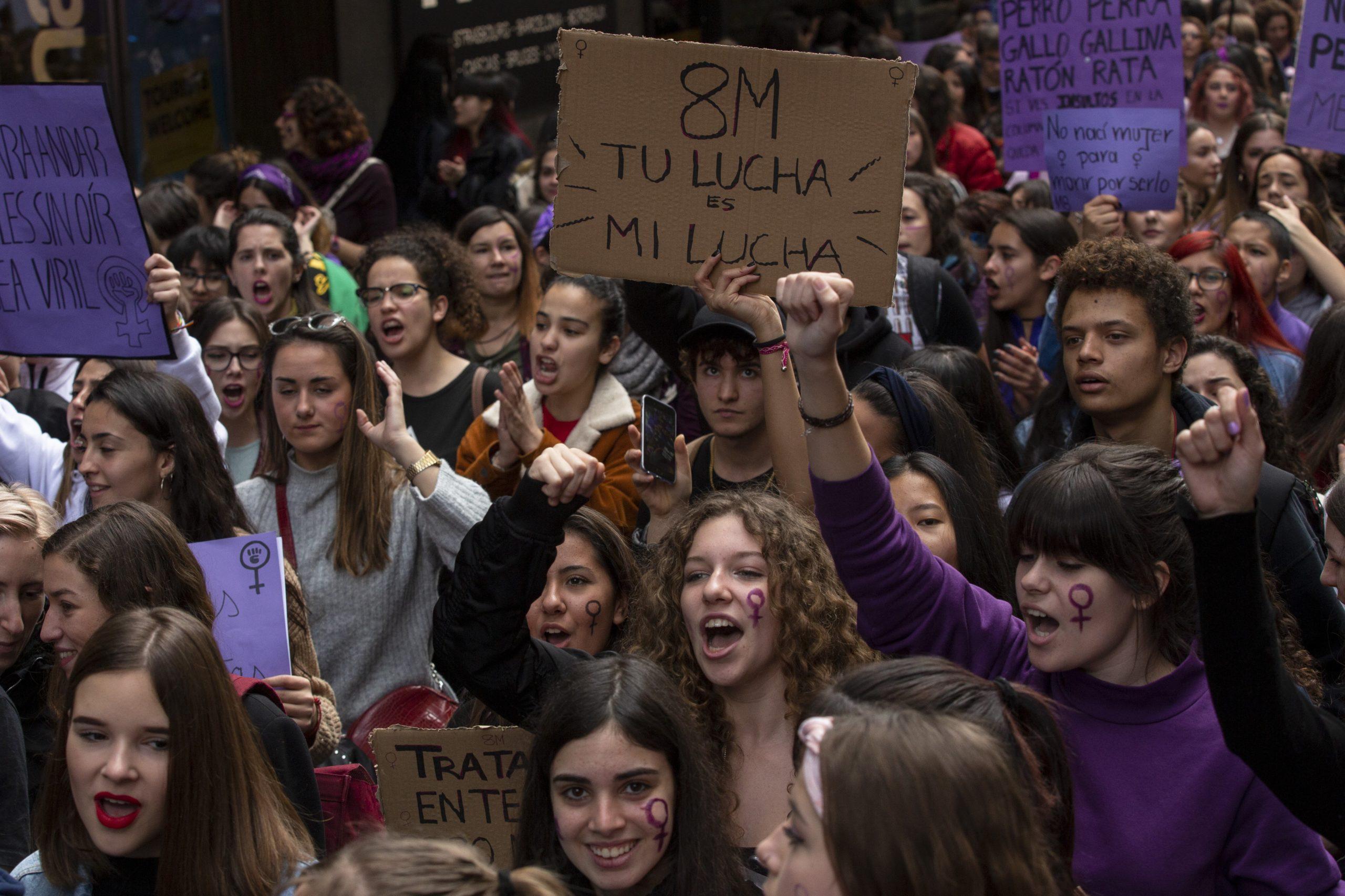 ¿Por qué se están enfrentando feministas y transexuales en España?