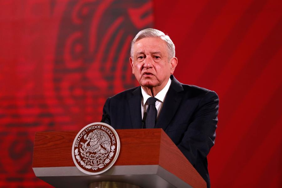 AMLO cree que México maneja ejemplarmente la pandemia y critica a España