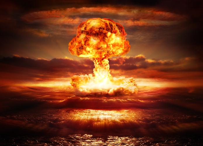 Karipbek nació sin brazos por la radiación y hoy pinta para alertar sobre la amenaza nuclear