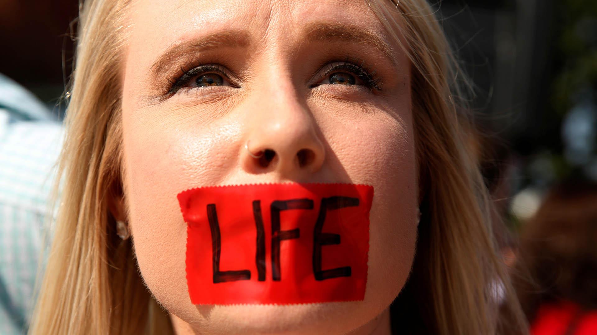 EEUU rescata centros anti-aborto con fondos para la pandemia