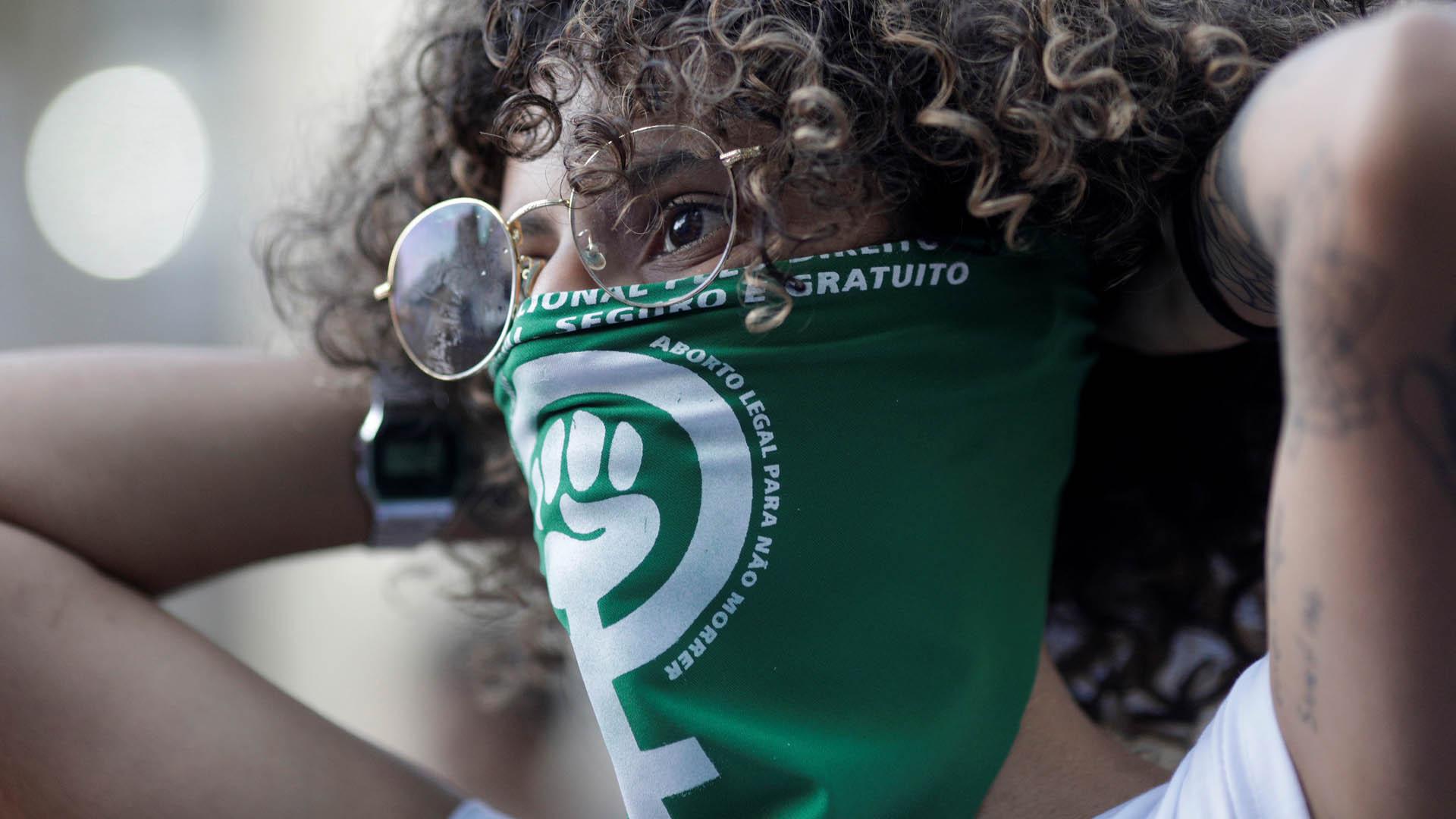 El aborto de una niña brasileña de 10 años violada por su tío reaviva una disputa nacional