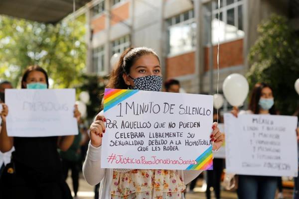 Crímenes de odio contra la comunidad LGBT desatan protestas en México