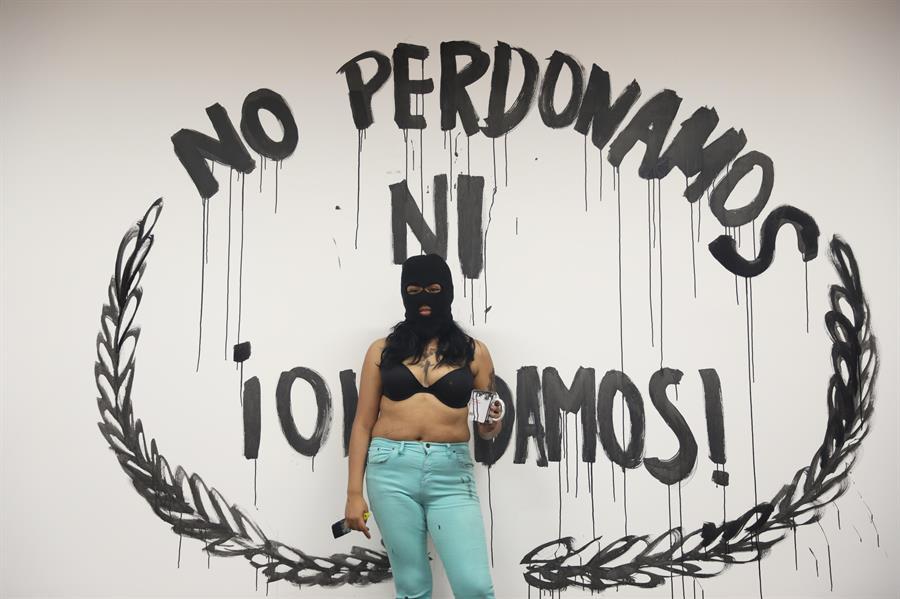 Mexicanas toman la comisión nacional de derechos humanos para denunciar la violencia de género