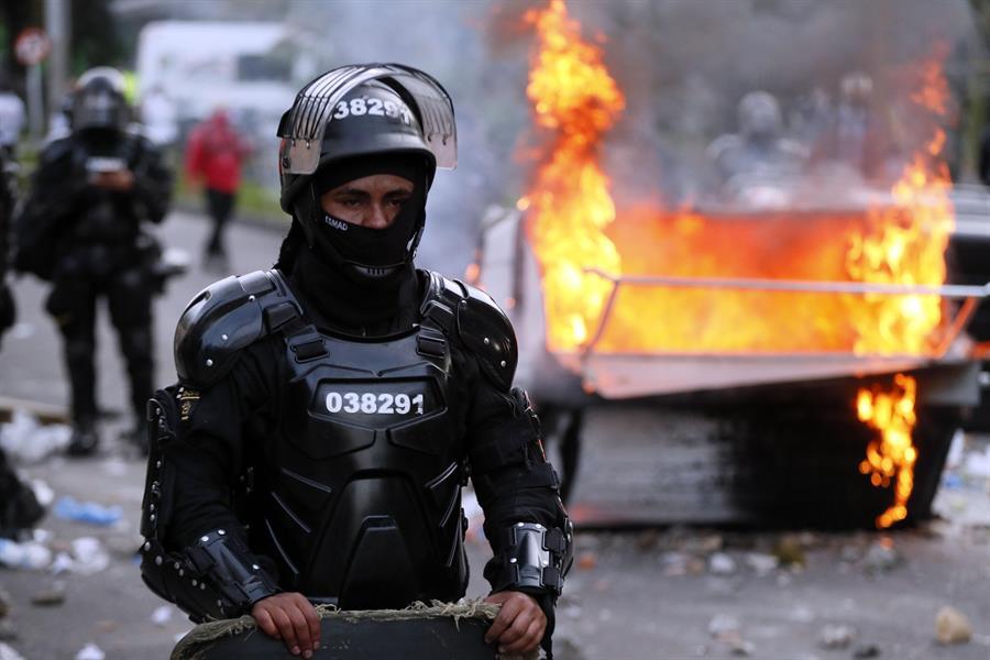 Diez personas murieron en protestas contra la brutalidad policial en Colombia