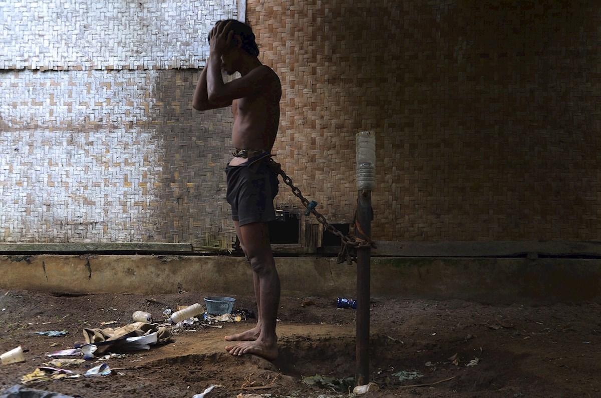 Miles de personas con enfermedades mentales viven encadenadas 💔