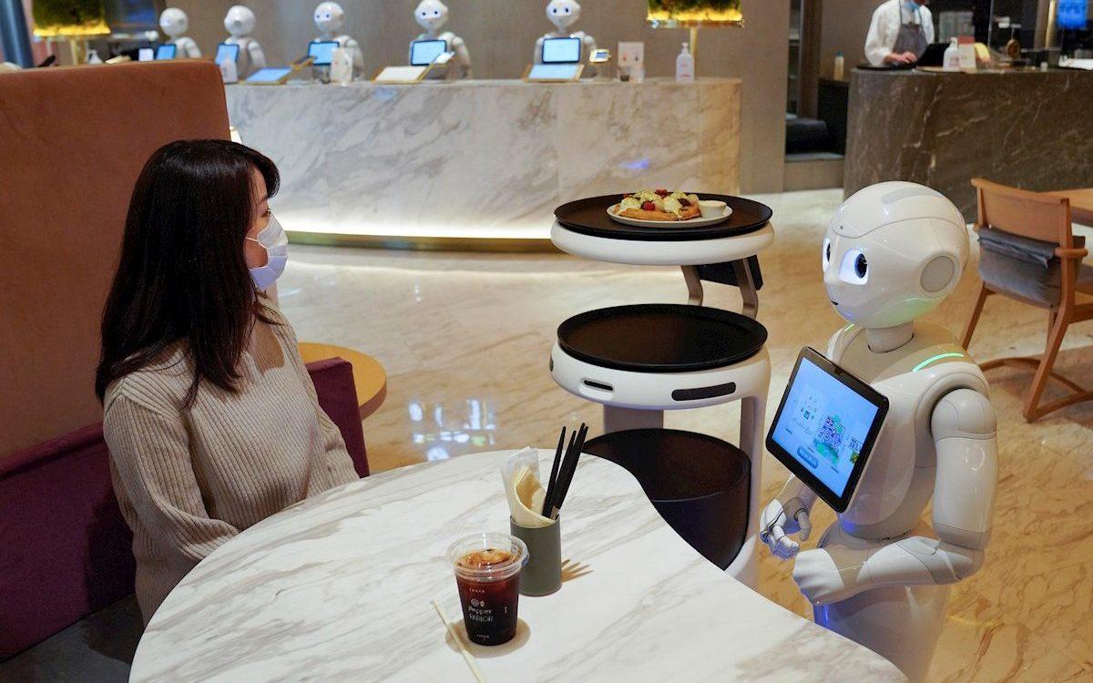 Robots están reemplazando a meseros y carteros japoneses para frenar el Covid-19 🤖😯