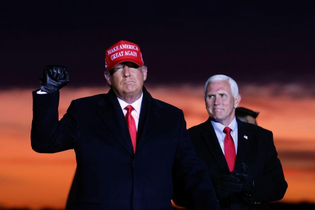 Donald Trump y el vicepresidente Mike Pence en un mitin previo a las elecciones de EEUU