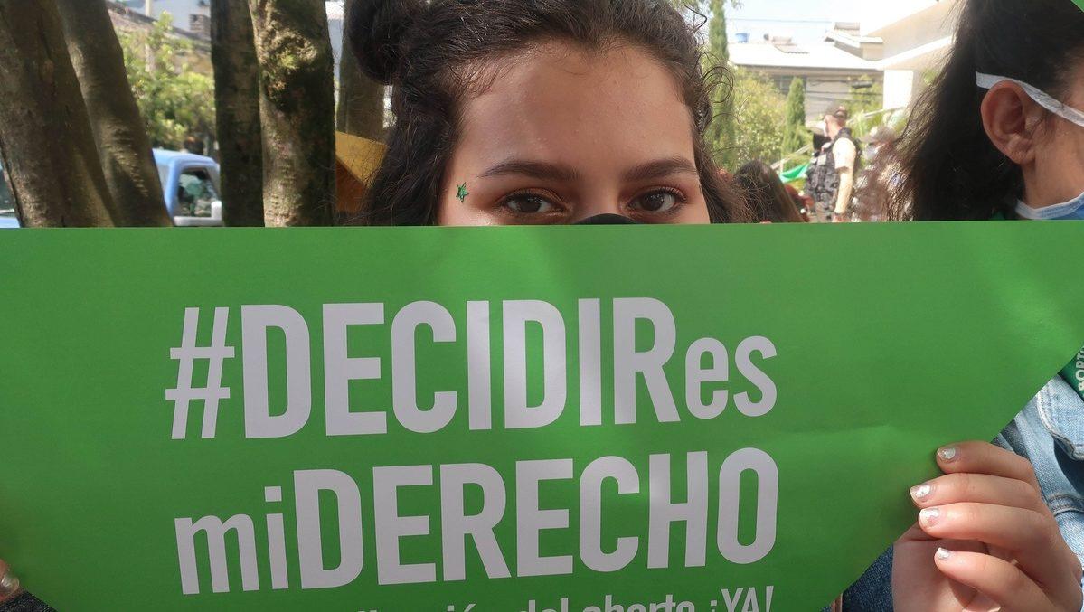 Protestas en Ecuador para despenalizar el aborto en caso de violación💚✊