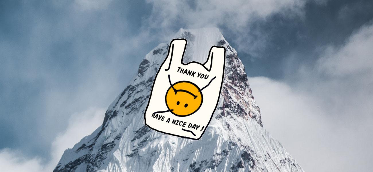 Ni las alturas del Everest se salvan de la basura plástica