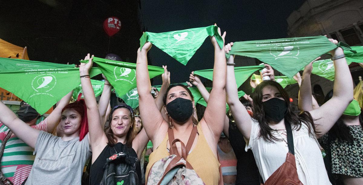 Es ley: Argentina consiguió el aborto legal después de años de lucha ✊💚