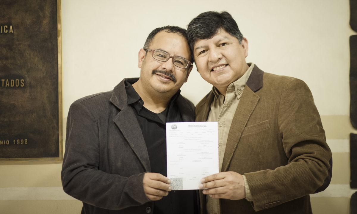 Por primera vez en la historia, Bolivia reconoció la unión civil de una pareja homosexual 🙌🏳️🌈