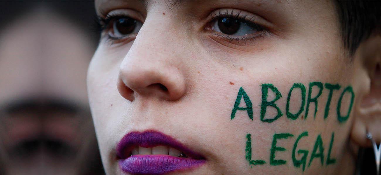 Una niña abortó después de ser violada y encarcelaron a quien la ayudó en vez de al agresor 😡