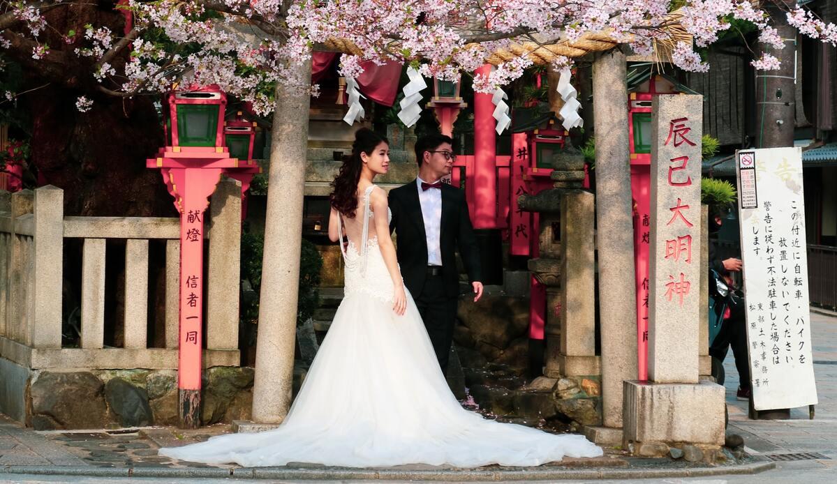 Desafiando tradiciones: cada vez más japonesas rechazan cambiar su apellido al casarse 🙌