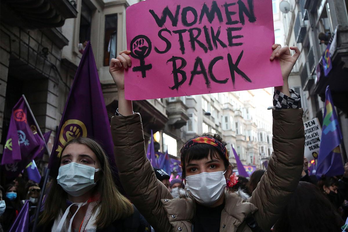 Un año de pandemia arrasó con décadas de progreso para las mujeres